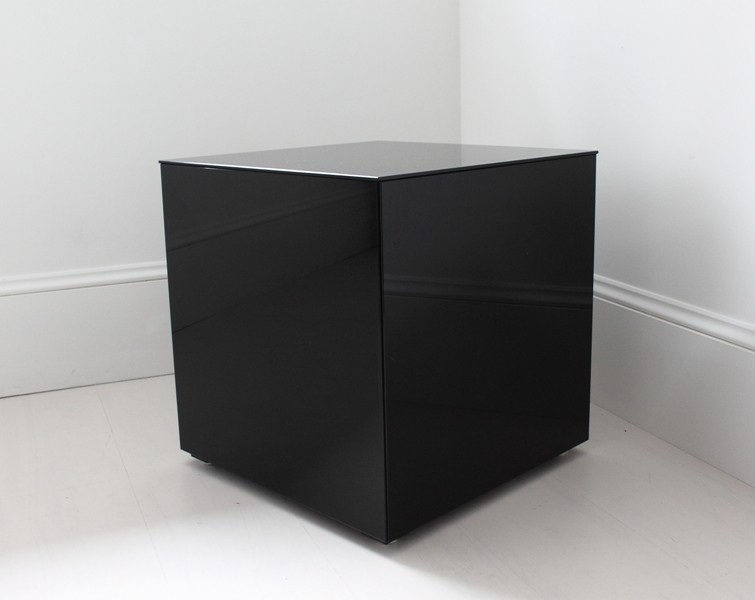 Merveilleux Cube Mirrored Table
