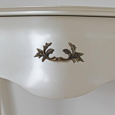 Curvy French Bedside Table One Drawer in Pearlescent Creamy White image 3