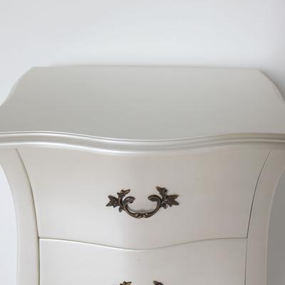Curvy French Five Drawer Tallboy Chest in Pearlescent Creamy White image 3