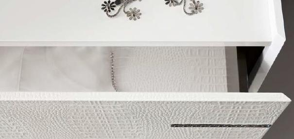 Diamond 3 drawer dresser image 4