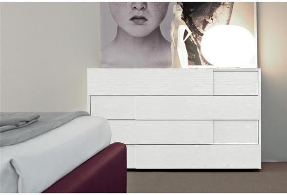Prestige 4 drawer chest image 2