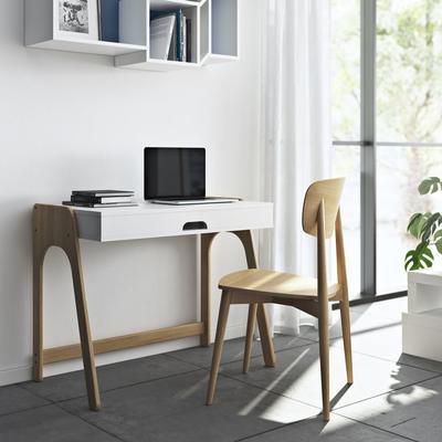 Aura desk image 9