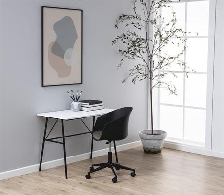 Pastal desk image 5