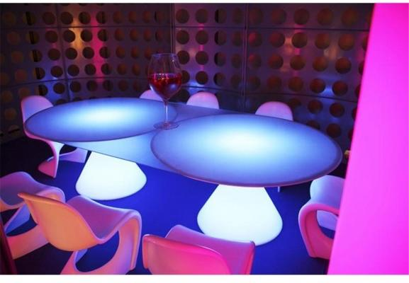 Ed 11 (light) dining table