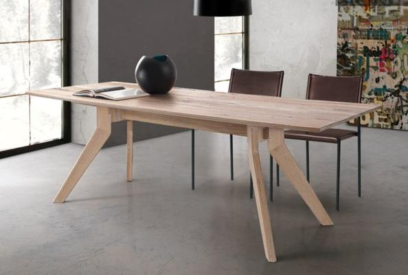 Delta dining table