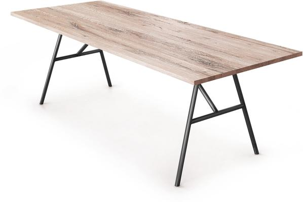Trapezio dining table