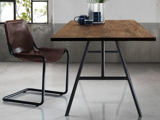 Trapezio dining table image 2