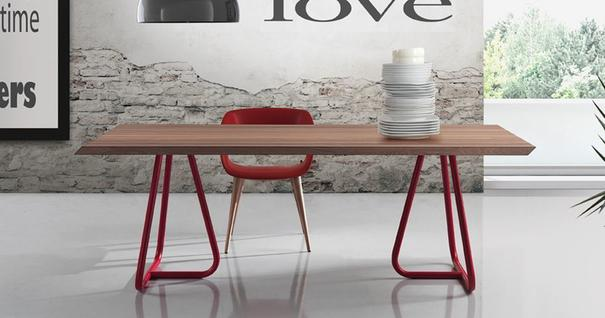 Pilar dining table image 3