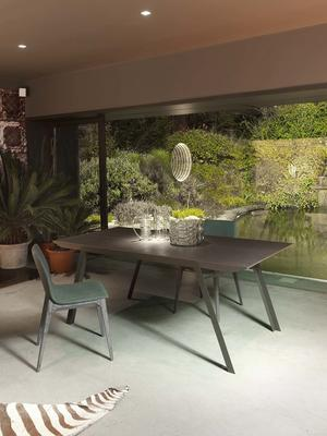 Plero extending dining table