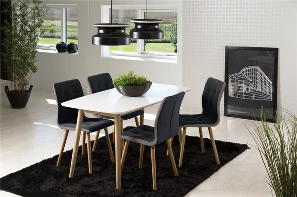 Nagane extending table and Fridi chairs