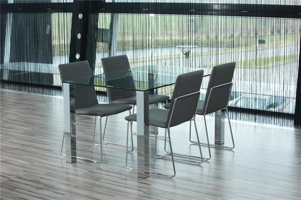 Kanta dining table and 4 Kito chairs
