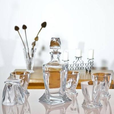 Quadro Decanter 850ml & 2 Glass Set image 4