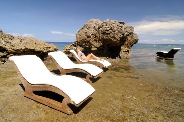 San Marino Raised Sun Lounger image 3