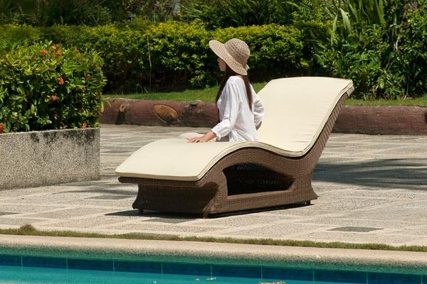 San Marino Raised Sun Lounger image 4