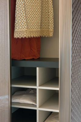 Elysee 5 door (wood and fabric) wardrobe image 5