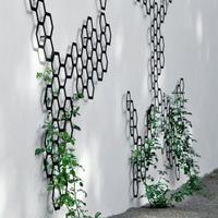 Metal Trellis: Comb-ination from Garden Beet