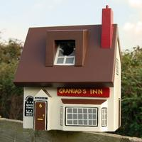 Handmade Pub Bird Box by Lindleywood